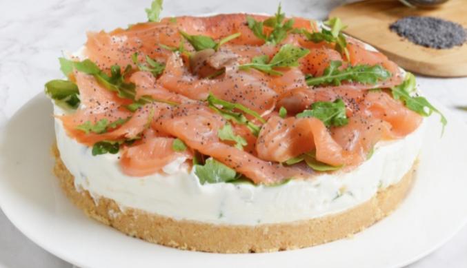 La ricetta della cheesecake salata salmone e rucola con base di tarallini